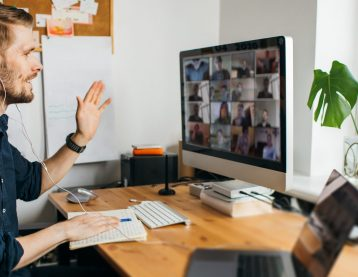 Male instructor teaching a class on Zoom.